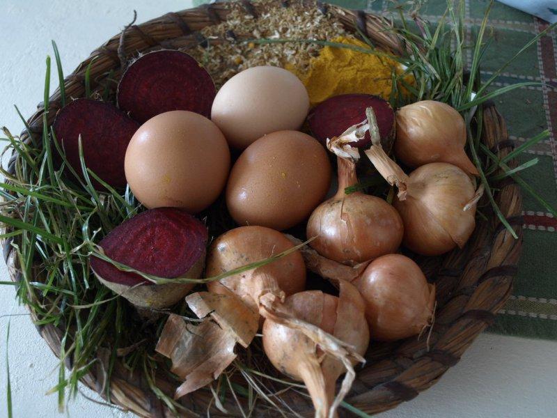 Farbenie veľkonočných vajíčok prírodnými farbami