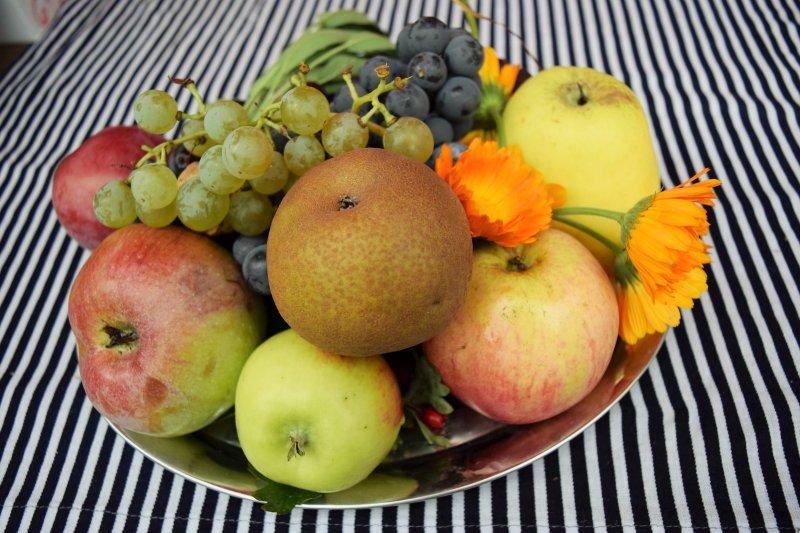 jesenné zátišie, plody zo...