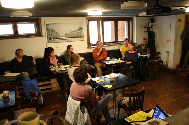 Prednášky pri výbornej káve sa niesli v pohodovej atmosfére