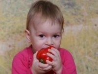 Dieťa a paprika,  foto: Juraj Rizman, Greenpeace