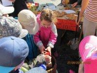najmenšie deti zaujala výroba muštu