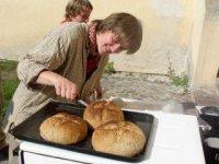 Pečenie chleba,  foto: Richard Medal