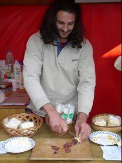 Vegetarián Paľo krája biouherák - to je úlovok :)